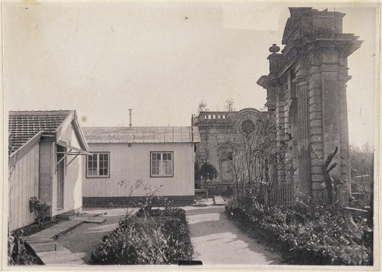 Les baraquements du CARD  au château de Blérancourt