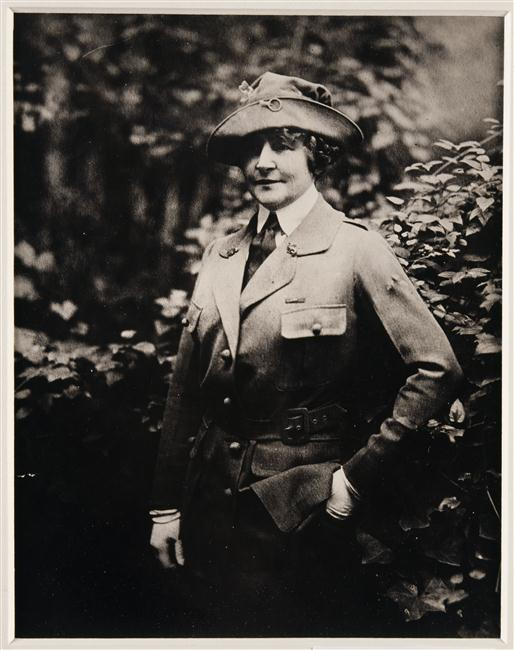 Anne Morgan en uniforme du CARD à Blérancourt