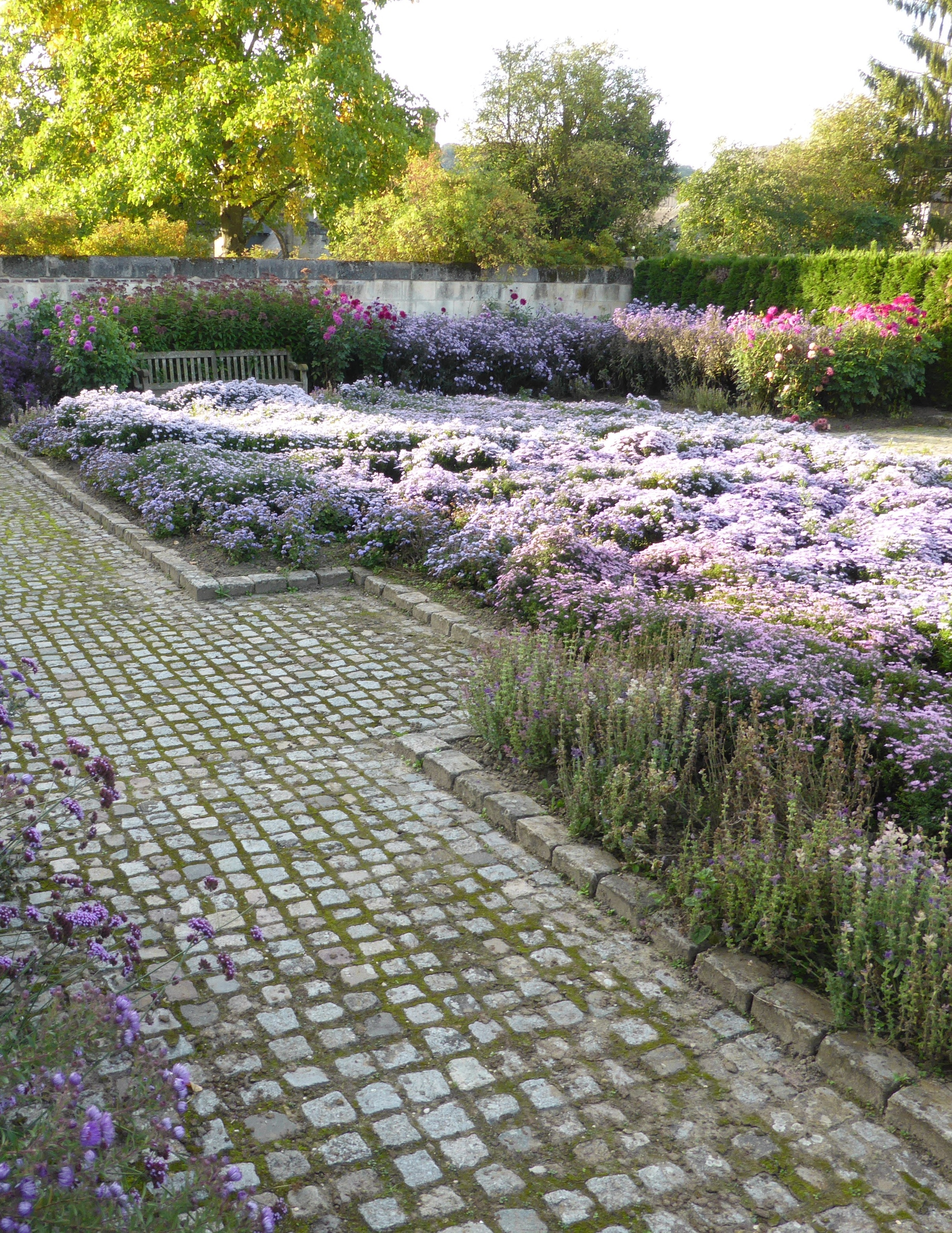 Jardin bleu du Musée franco-américain du château de Blérancourtcourt